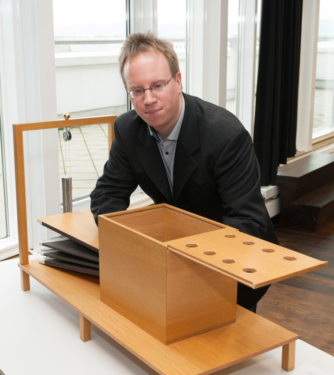 Fabian Brackhane demonstrates his replica from Wolfgang von Kempelen's Sprechende Maschine (1791)